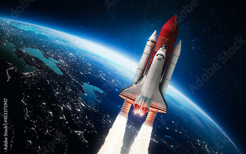 Billede på lærred Spaceship in the outer space on orbit of Earth planet