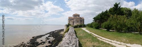 Fototapeta Eglise Sainte-Radegonde de TALMONT-SUR-GIRONDE - 2021