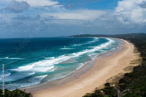 Fotografia Scenic view of the Tallow Beach in Byron Bay, Australia
