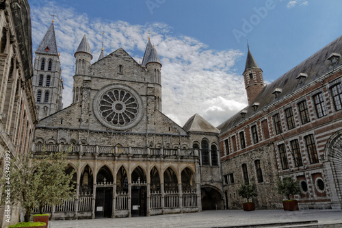 Obraz na plátně Notre Dame de Tournai (aussi appelée Cathédrale des 5 clochers), Tournai, Belgique