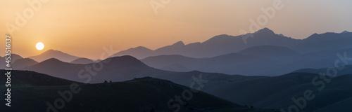Fotografia, Obraz Sunset view point on rocky mountains silhouette
