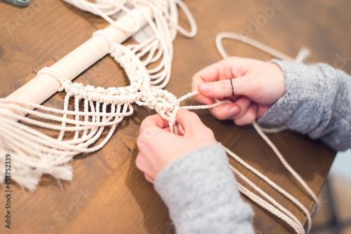 macrame workshop - woman weaving macrame panels for home decor Fototapet