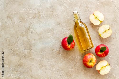 Fotografie, Tablou Bottle of organic apple cider vinegar with red apples