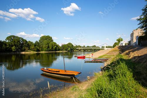 Obraz na plátně Paysage de bord de Loire en Anjou, voyage sur les rivières de France