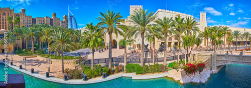 Fotografie, Obraz Panorama of Souk Madinat Jumeirah with canal and palm alley, Dubai, UAE