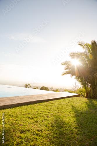 Valokuva Infinity pool overlooking hillside