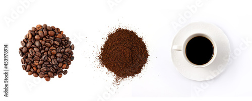 Fotografia Coffee bean, ground coffee and a cup of hot coffee on white background