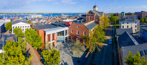 Fotografia Aerial view of New Bedford Whaling Museum building in New Bedford Whaling National Historical Park in historic downtown of New Bedford, Massachusetts MA, USA