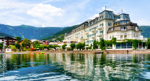 Obraz na plátně Beautiful view from the lake to the promenade of Zell am See, Austria