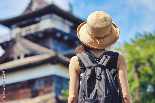 Canvas Print 丸岡城を観光する女性の後ろ姿