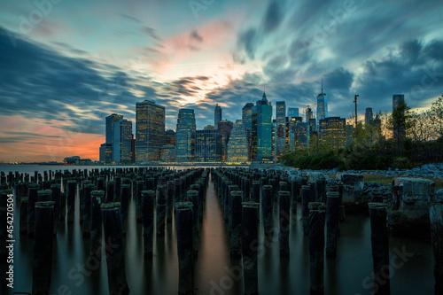 Lower Manhattan Cityscape on the East River at dusk. Fototapet
