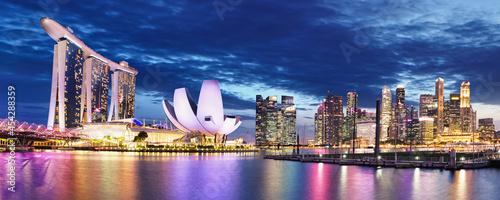 Fotografia Singapore skyline at night - Marina bay