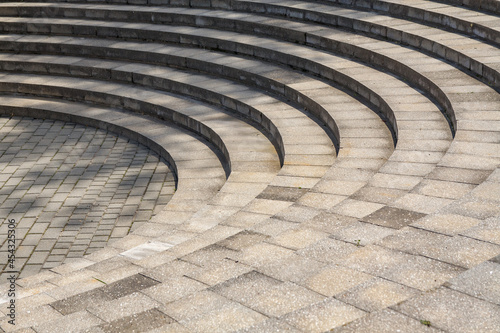 Photo Towering round concrete stairs like an ancient amphitheater