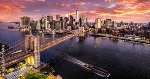 Brooklyn Bridge with Manhattan sunset Fotobehang
