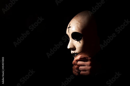 Photo Side image of mask in hand with black background