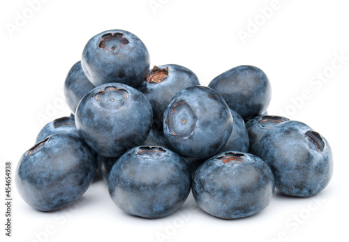 Photo blueberry or bilberry or blackberry or blue whortleberry or huckleberry isolated