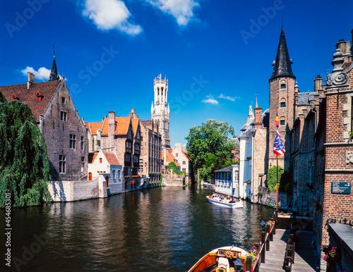運河遊覧のクルーズと町並 Fototapeta