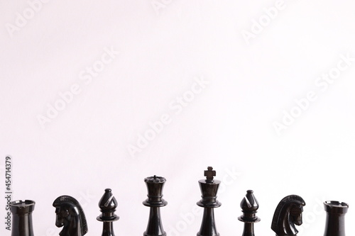 Foto Chess pieces in a row, bottom of frame - Rook, Knight, Bishop, Queen, King, Bish
