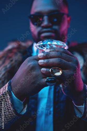 Fotografia Elegant black man with fur coat holding brilliant