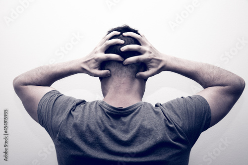 Murais de parede Nervous man hands in the head on a gray background