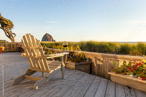 Ocean view with a glass of wine on a deck chair on a sunny day Fototapet