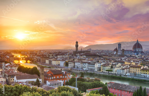 Sunset over river Arno in Florence in Italy Fototapet