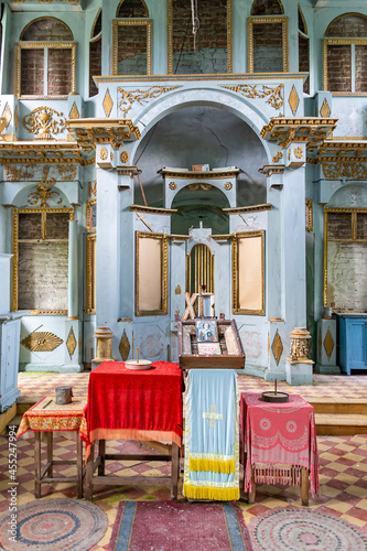 the interior of an abandoned Orthodox church Fototapet