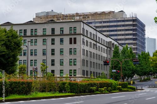 Fototapeta 東京、内幸町から臨む霞ヶ関の官庁建物