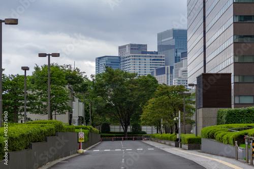 Obraz na plátně 東京、高等裁判所の通路から臨む大手町のビル群