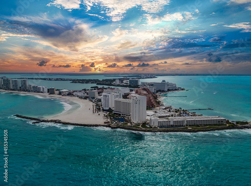 Fotografiet Sunset view of Cancun hotel zone, Mexico