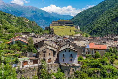 Slika na platnu The picturesque village of Exilles and its fortress, in the Susa Valley