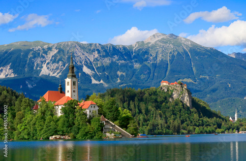 Foto Bled Island with the church and Bled Castle, Julian Alps, Slovenia