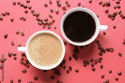 Canvas Print Cups of tasty coffee on color background