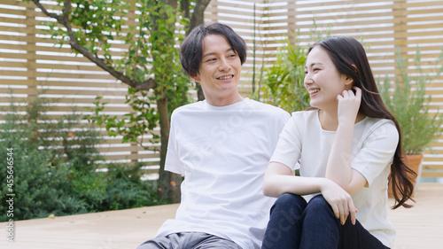 笑顔の若い夫婦・カップル