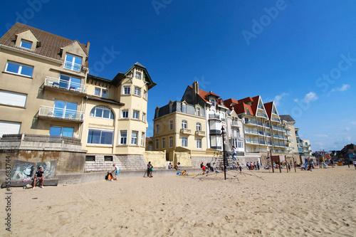Obraz na plátně Villas et plage à Wimereux (Hauts de France)