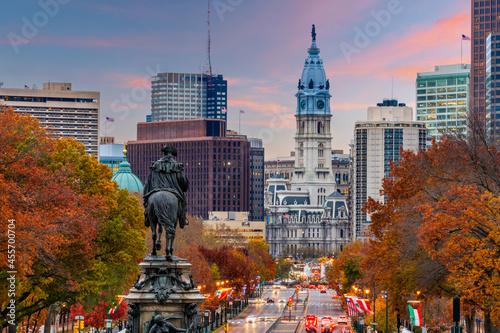 Carta da parati Philadelphia, Pennsylvania, USA Overlooking Benjamin Franklin Parkway