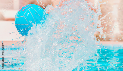 Photo Summer outdoor sports family activities in swimming pool in tropical vacation