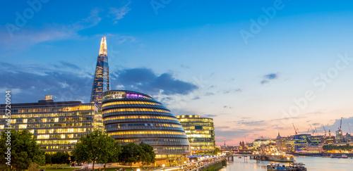 Murais de parede London skyline at sunset along Thames