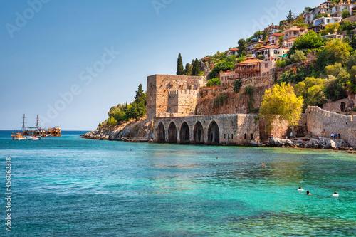 Obraz na plátně Beautiful Mediterranean Sea beach against the city walls of Alanya, Turkey