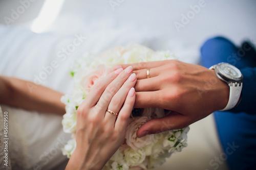 Billede på lærred Groom and brides hands with rings, closeup view.