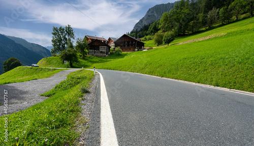 Canvastavla der kleine Ort Bschlabs in den Tiroler Alpen, Österreich
