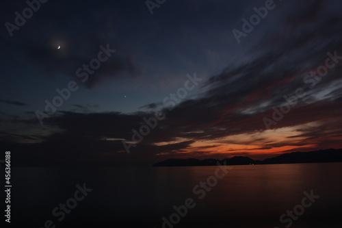 日本の夜の空と瀬戸内海《山口県》光市・下松市の景色 Fototapete