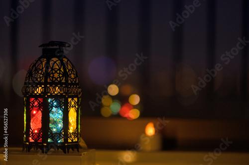 Fotografering 窓際に置いたランプと光の玉ボケ