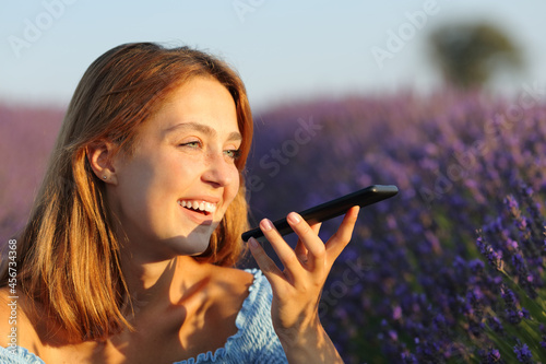 Canvastavla Woman using voice recognition on phone in lavender field
