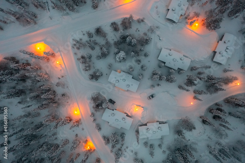 Foto cottages in Lapland, winter evening