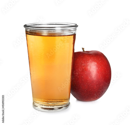 Photo Glass of delicious cider and ripe red apple on white background