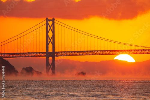 Foto 朝霧の日の出 広島県尾道市因島大橋