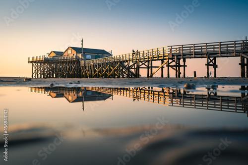 Fototapeta Sonnenuntergang am Strand von Sankt Peter-Ording