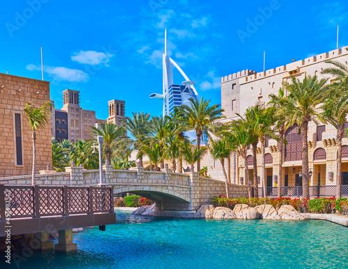 Obraz na płótnie Burj al Arab behind the canal, Souk Madinat Jumeirah market, Dubai, UAE