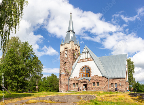 Valokuva Old church kirk Raislya designed by architect Joseph Stenback in 1912 in style of Finnish national romanticism, northern variety of Art Nouveau in sunny summer day